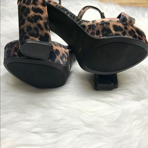 BAMBOO Shoes - Bamboo tournament leopard print chunky heels